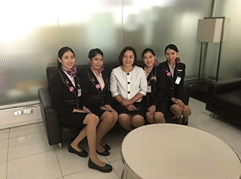 Airline Business lecturers visited the Thai Airways internship student trainees